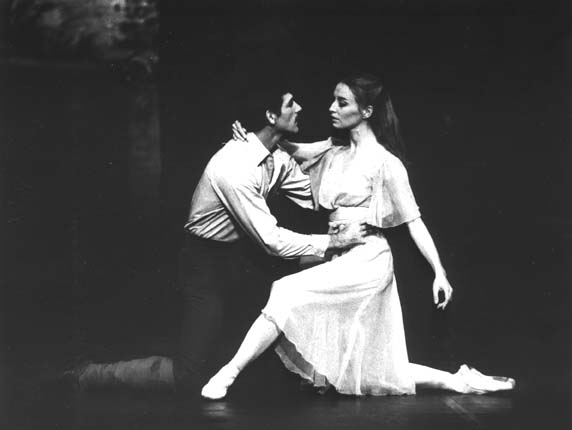 Eduard Greyling and Cantinka van Vlaanderen in the ballet The Return of the Soldier
